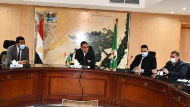 Photo of محافظ الفيوم يجتمع مع مسئولى القطاع الصحى بالمحافظة