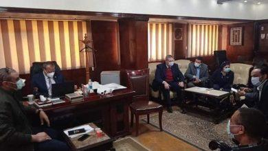 Photo of رئيس مدينة المحلة يجتمع مع أصحاب المصانع الغير متوافقة بيئياً
