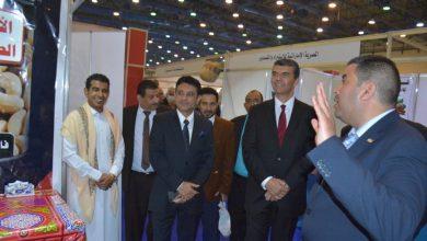 Photo of السفير اليمني يفتتح جناح المشاركين اليمنيين في الجناح الخاص للغرفة التجارية بالجيزة