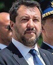 Photo of إحالة وزير الداخلية الإيطالي السابق للمحاكمة بسبب احتجاز الأجئين