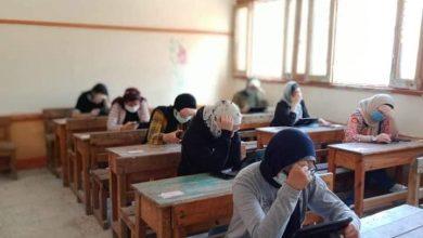 Photo of مدير إدارة الجمرك التعليمية يتابع الامتحان التجريبى للثانوية العامة