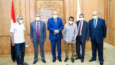 Photo of محافظ قنا يكرم المدير المالى والإدارى بمستشفى حميات قنا لأخلاصه في العمل