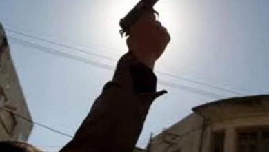 Photo of عاطل يقتحم منزل طليقته ويقتل ابنته وخالها ويصيب 4 آخرين