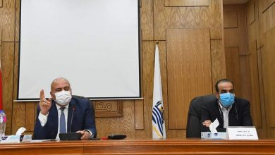 Photo of الداودي يعقد اجتماعاً موسعاً لمتابعة أعمال ترفيق المناطق الصناعية بقنا