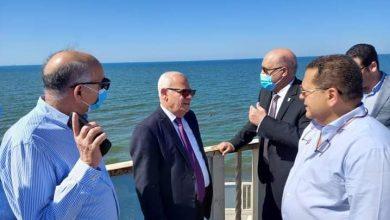 Photo of محافظ بورسعيد ورئيس هيئة التعاونيات يتفقدان المركب السياحى على شاطىء بورسعيد .